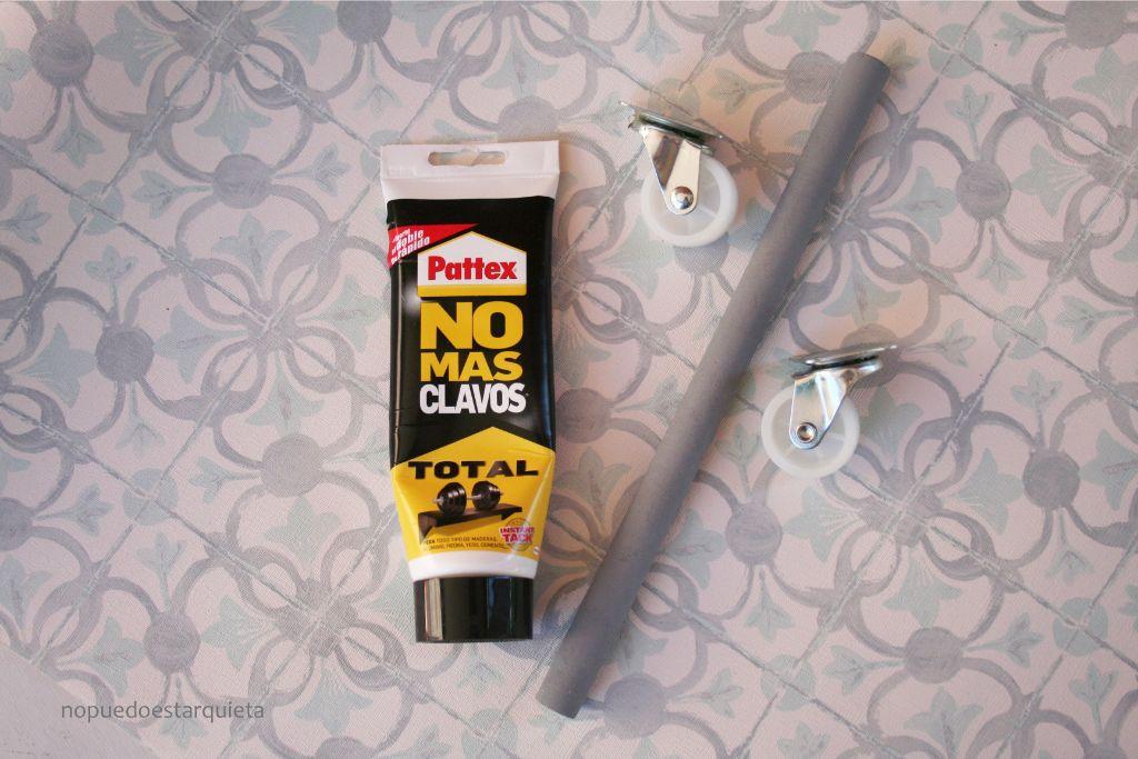 Mesa hecha con una bobina de cable. Diy. Papel pintado y chalk paint.