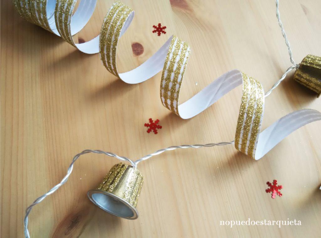 Guirnalda de luces navidad con cápsulas de café. Cadena de luces de Navidad.