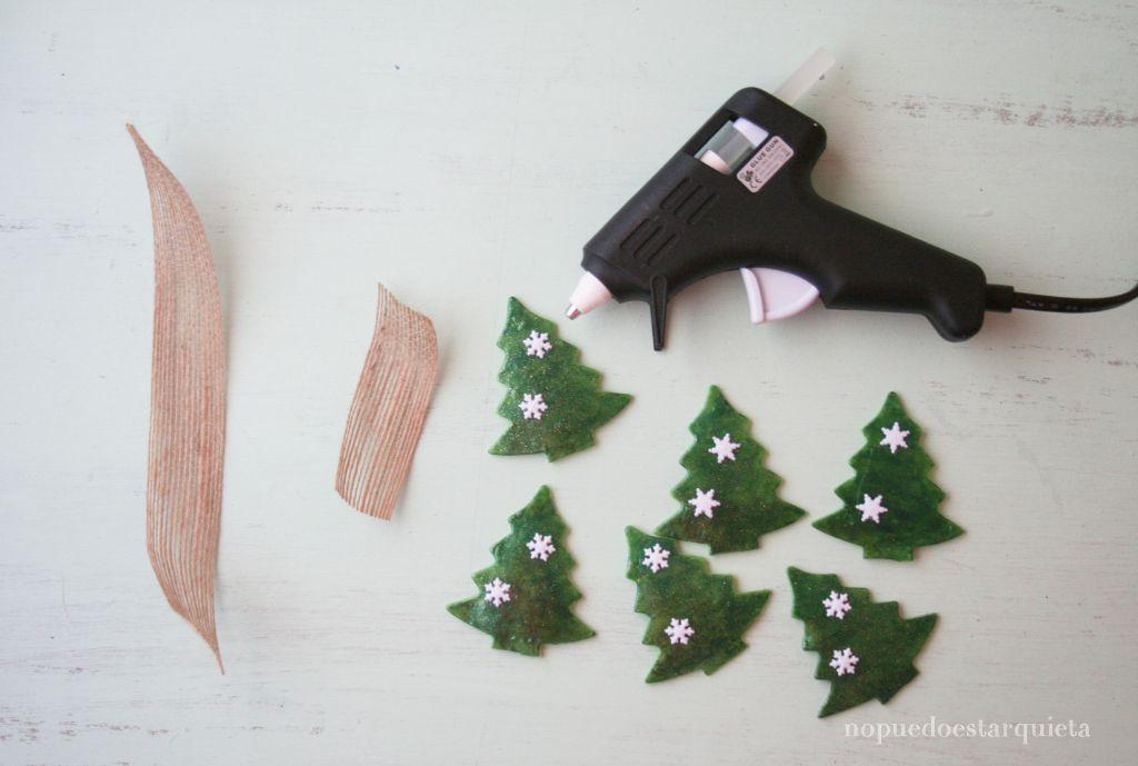 Servilletero DIY para Navidad. Porcelana fría y esmalte de uñas.
